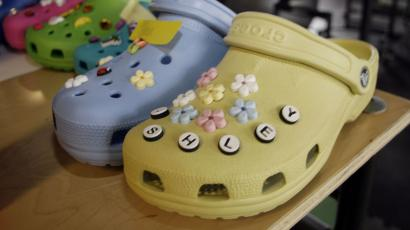 5ad7c2624 Beware if your kids wear Crocs and ride escalators — Quartz