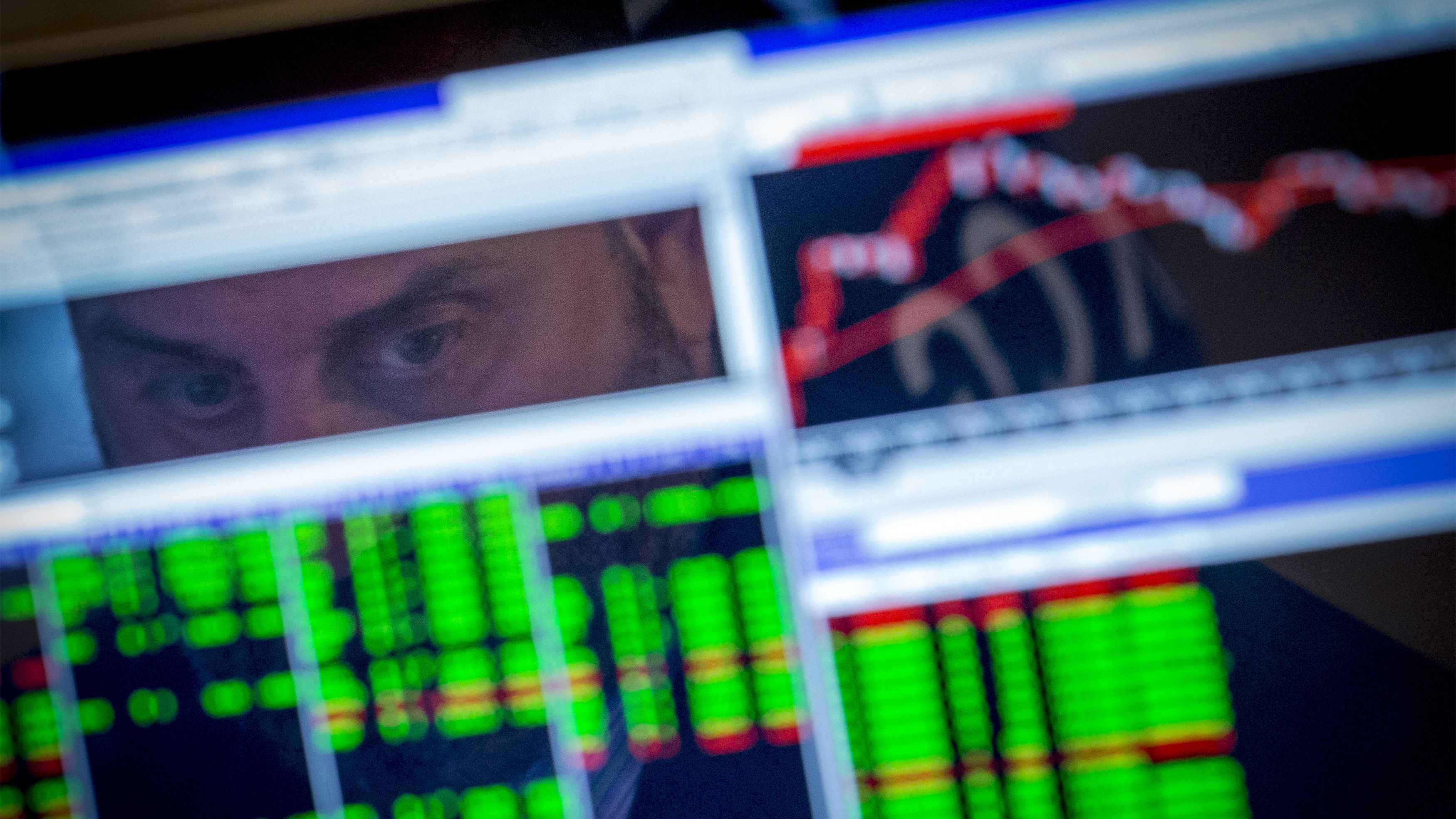 A specialist trader watches his screen on the floor of the New York Stock Exchange August 25, 2014. REUTERS/Brendan McDermid (UNITED STATES - Tags: BUSINESS)
