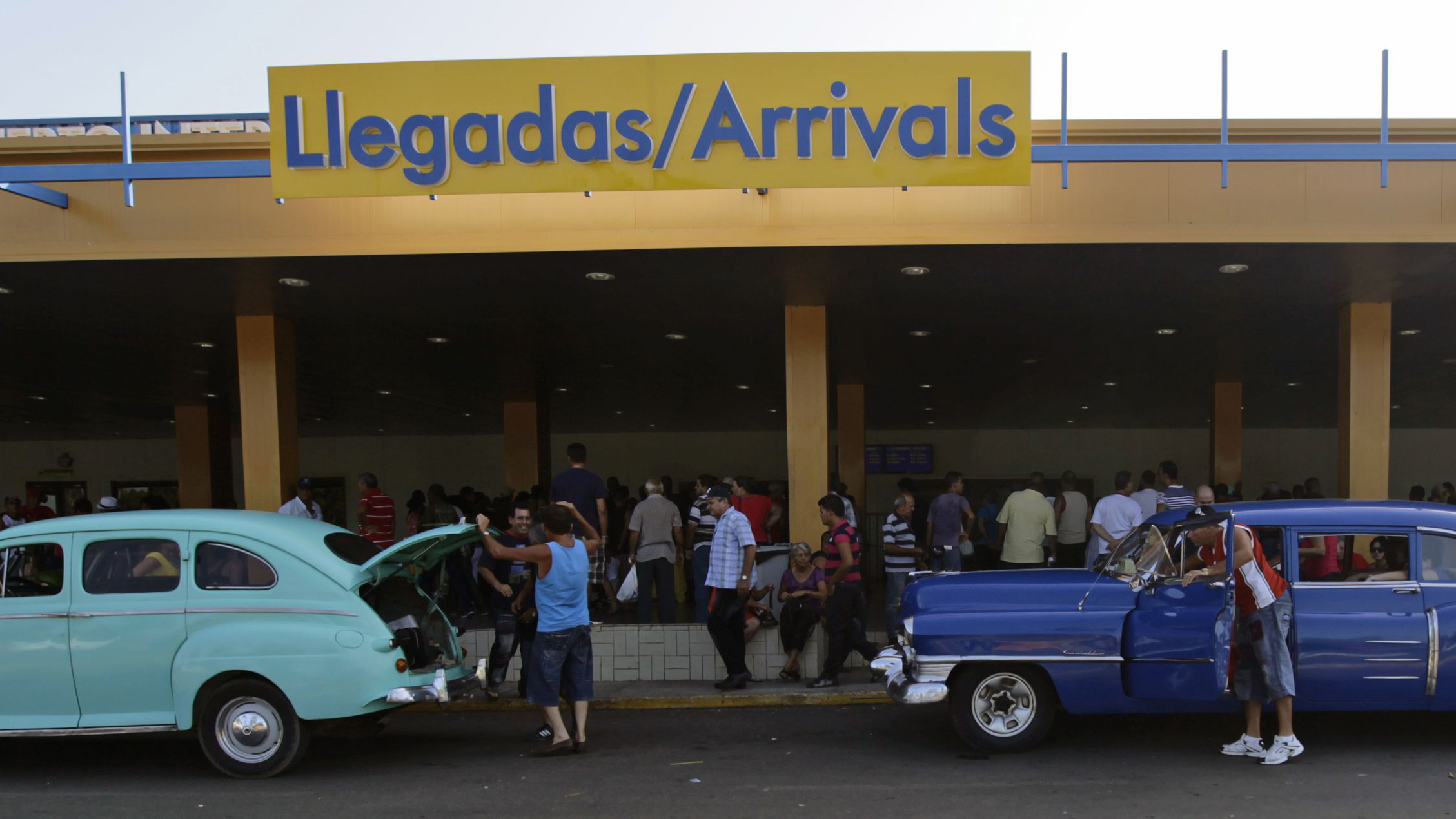 Private-licenced taxis wait outside the Miami arrivals terminal at Havana's Jose Marti airport July 19, 2012. A sharp increase in customs duties due to kick in next month has angered many Cubans and cast a shadow over market-oriented reforms on the communist-ruled island advocated by President Raul Castro. REUTERS/Desmond Boylan (CUBA - Tags: TRANSPORT SOCIETY POLITICS BUSINESS)
