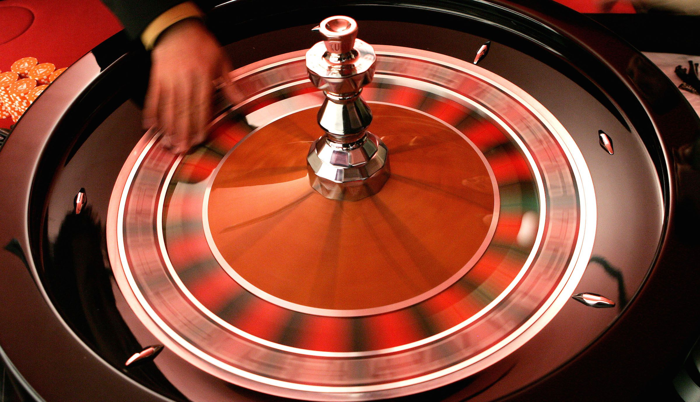 A croupier turns the roulette at the Brussels Casino owned by the Casinos Austria International November 25, 2005. The casino is the first to be built in Brussels. It has an area of 6200 square metres and offers 13 gaming tables, 201 slot machines, and will open on January 19, 2006. REUTERS/Francois Lenoir - RTR1BMXC