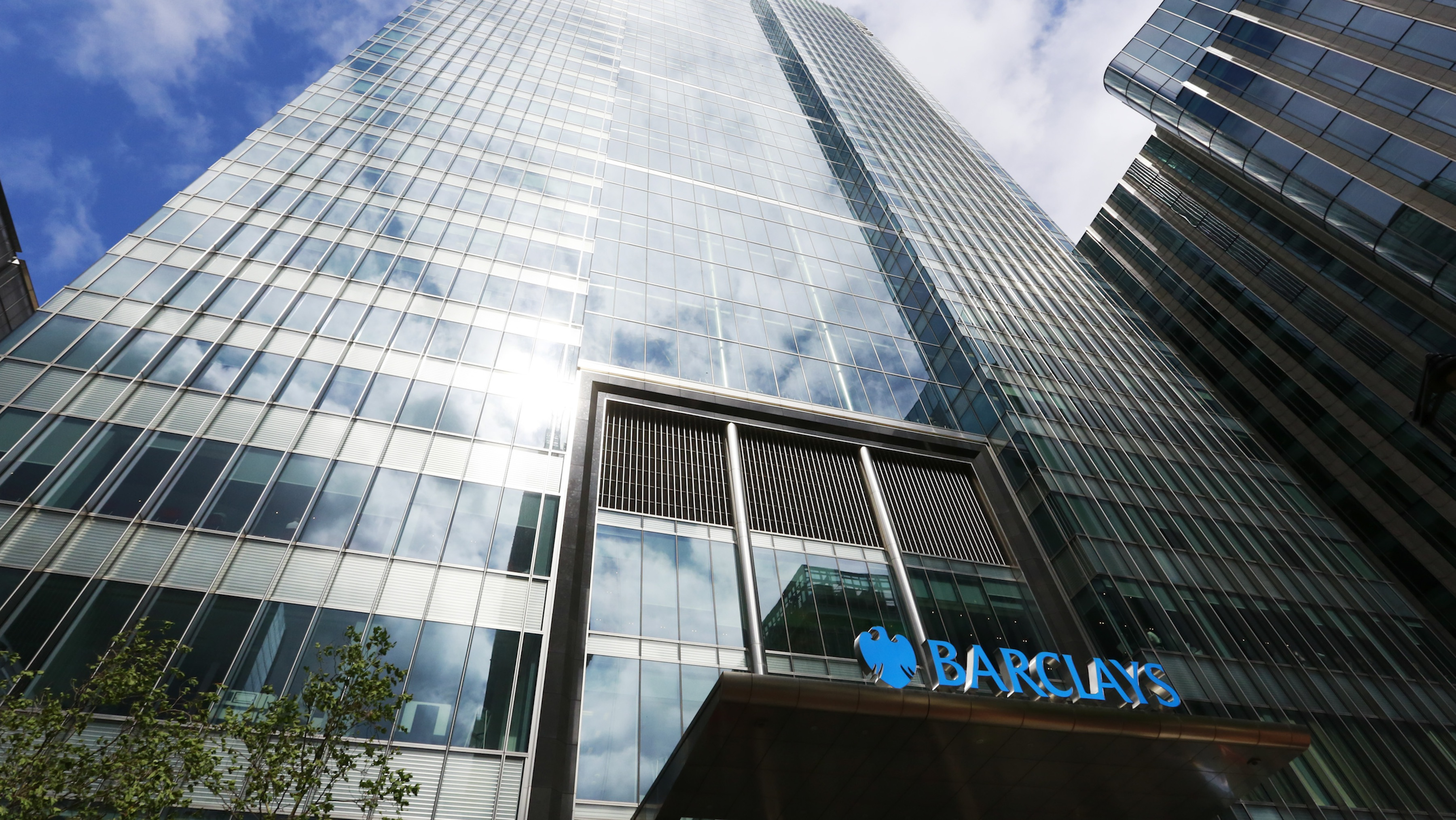 Barclays bank headquarters is seen in Canary Wharf, east London August 30, 2012. Barclays named retail banker Antony Jenkins as chief executive on Thursday, signalling a shift of emphasis from investment banking after the interest rate-setting scandal that brought down his American predecessor Bob Diamond. REUTERS/Olivia Harris (BRITAIN - Tags: BUSINESS) - RTR379Y3