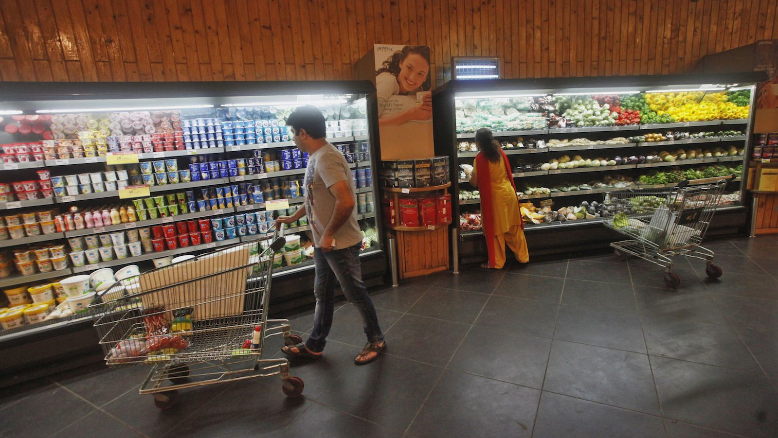 Customers shop inside a HyperCity supermarket in Mumbai September 14, 2012. Turning a profit in India for global supermarkets is widely expected to prove even tougher than in China, where Wal-Mart Stores Inc loses money after a dozen years and restrictions are fewer than those imposed by India. Picture taken September 14, 2012.  REUTERS/Vivek Prakash (INDIA - Tags: BUSINESS POLITICS FOOD) - RTR384VG