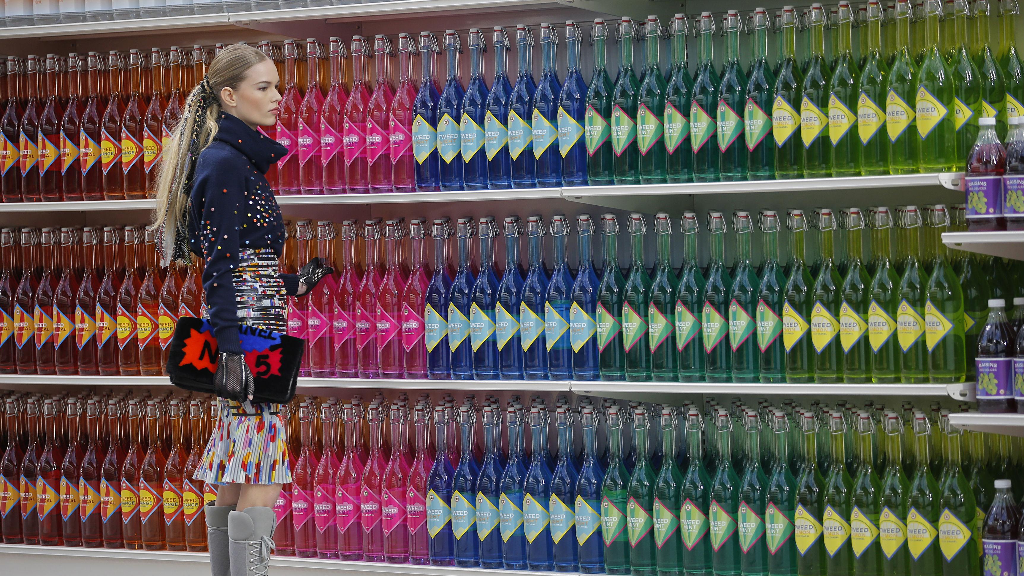 Millennial shopping