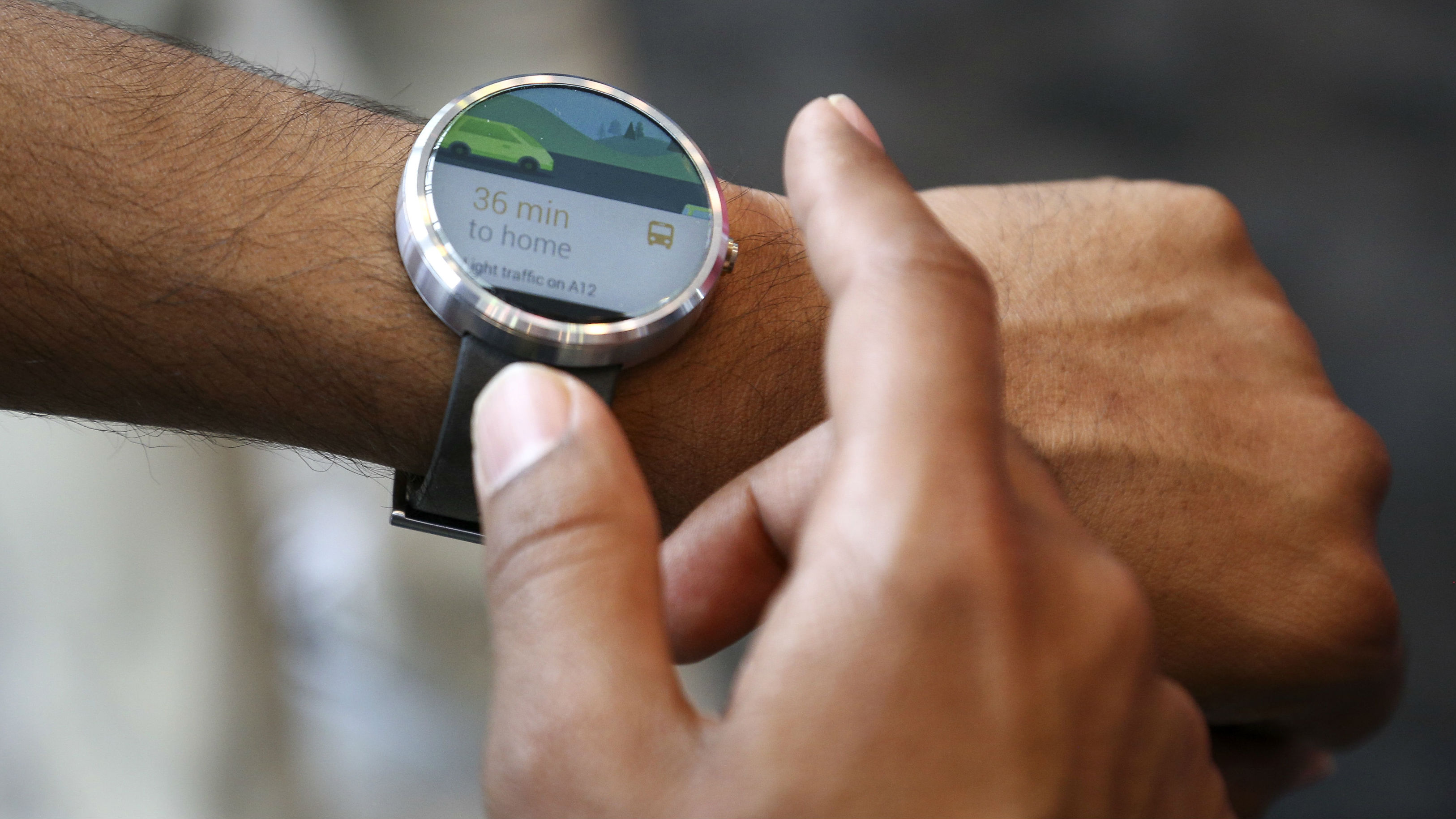A Google employee demonstrates the features of the Moto smartwatch at the Google I/O developers conference in San Francisco June 25, 2014. Google Inc's Android software is coming to cars, televisions and watches this year, as the Internet search giant races against Apple Inc and other tech companies to extend its business into a rapidly broadening field of Internet-connected devices. REUTERS/Elijah Nouvelage