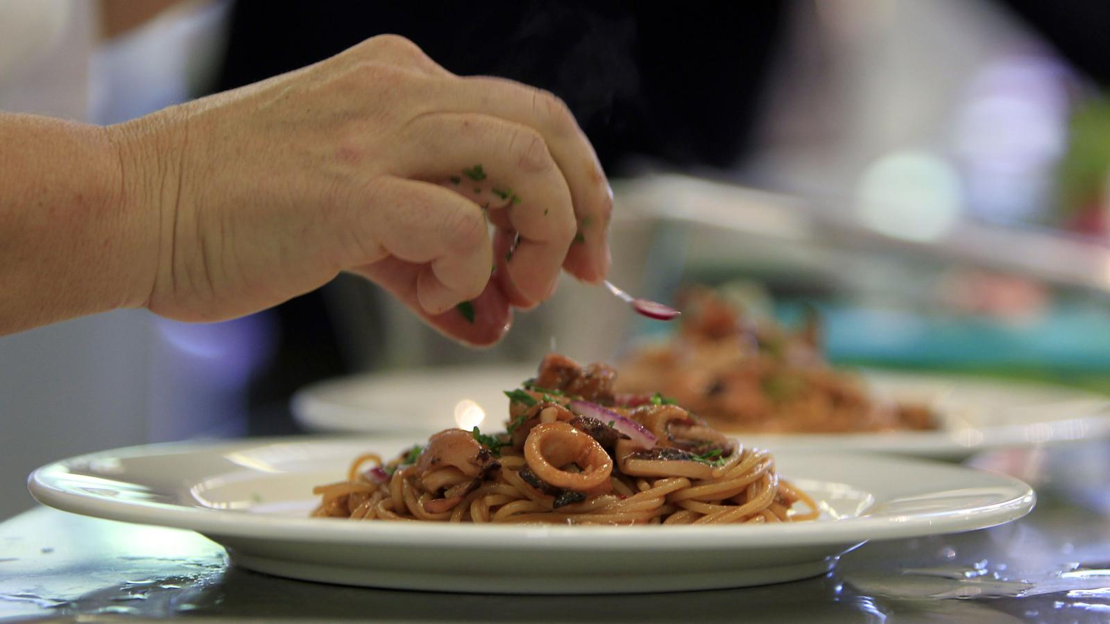 The real Italian debate on salting pasta water—not if, but when — Quartz