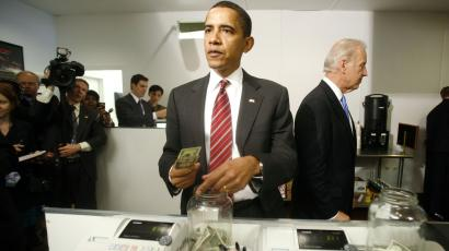 Obama pays for lunch
