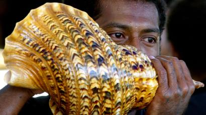 A Fijian man blows a sea-shell as part of the mourning for the late former President of Fiji Ratu Sir Kamisese Kapaiwai Tuimacilai Mara at Government House in Suva April 29, 2004. The shells are part of the traditional mourning process, and have been playing since Mara died on April 18, and will continue until he is buried on May 3. Mara, who was prime minister for 22 years and later Fiji's president, died aged 83 and is continuing to lie in state in Government House for political leaders and members of the public to pay their respects.