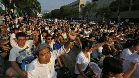 Students from various universities chant slogans at the Chinese University in Hong Kong September 22, 2014. Thousands of students braved sweltering heat in Hong Kong on Monday to demand greater democracy as they launched a week-long boycott of classes,