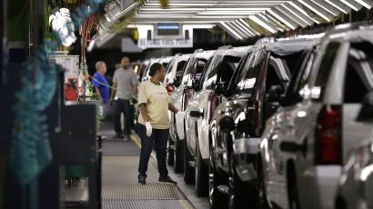 In this May 13, 2014 file photo, an auto worker inspects finished SUVs coming off the assembly line at the General Motors auto plant in Arlington, Texas. As General Motors tackles a safety crisis, a look at its numbers from June show just how intent the company is on keeping new-car sales on the rise during a record spate of safety recalls. (AP Photo/LM Otero, File)