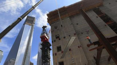 The One World Trade Center building is seen next to construction at the World Trade Center site in New York June 18, 2012. REUTERS/Shannon Stapleton (UNITED STATES - Tags: BUSINESS CONSTRUCTION SOCIETY)