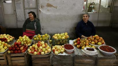 Women sell fruits from a stall at the food market in Yerevan October 31, 2009. Steeped in history and surrounded by mountains, Armenia's capital Yerevan offers lively cafes, a bustling weekend market, stunning scenery and a rich religious heritage as one of the world's oldest continuously inhabited cities. Picture taken October 31, 2009. REUTERS/David Mdzinarishvili (ARMENIA - Tags: FOOD SOCIETY TRAVEL)