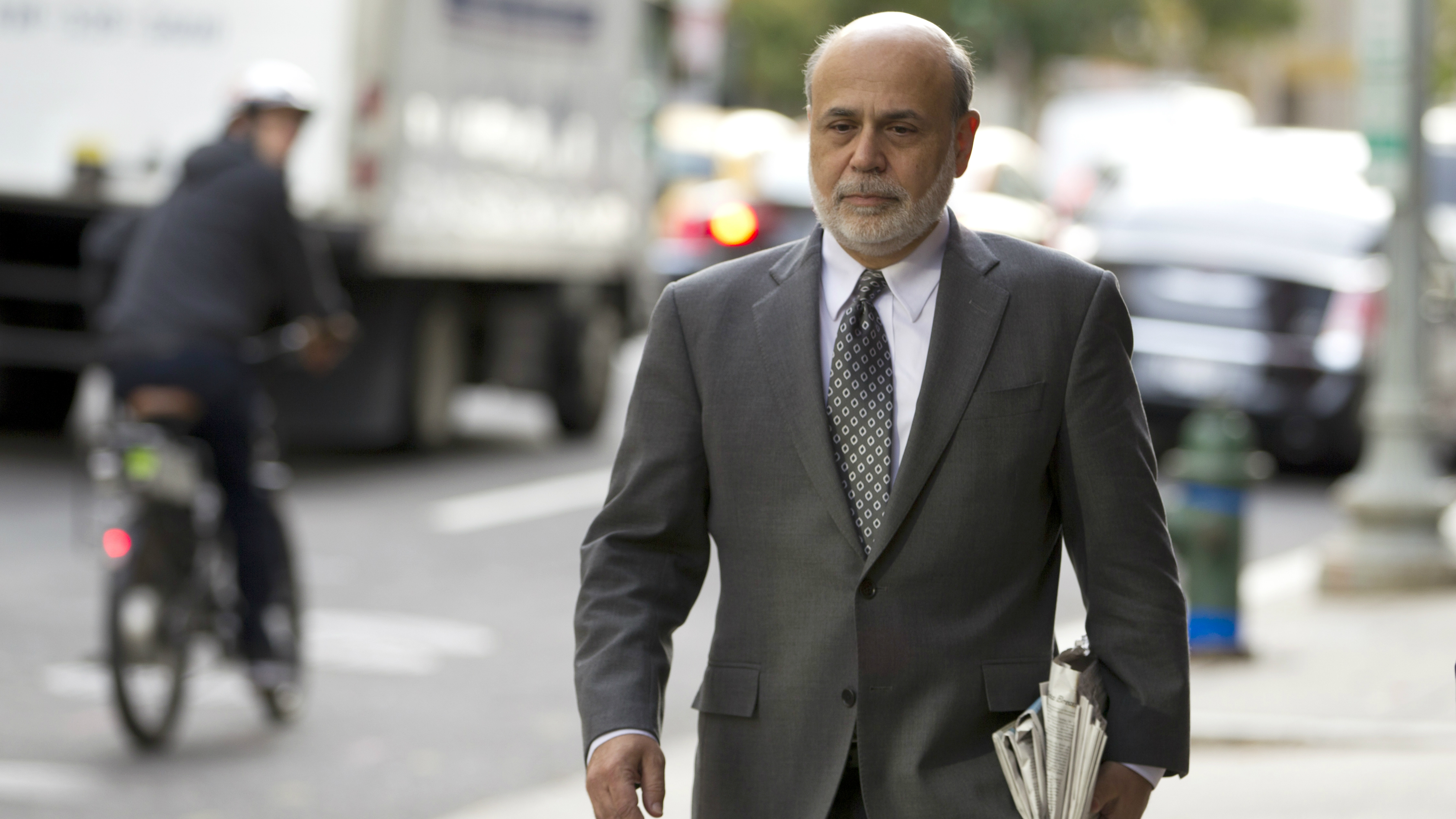 Former Federal Reserve Chairman Ben Bernanke arrives at the U.S. Court of Federal Claims in Washington, Thursday, Oct. 9, 2014, to testify in a suit on the US government's 2008 bailout of (AIG) American International Group Inc. in a trial of a lawsuit filed by the insurance giant's former CEO over the handling of the rescue.( AP Photo/Jose Luis Magana)