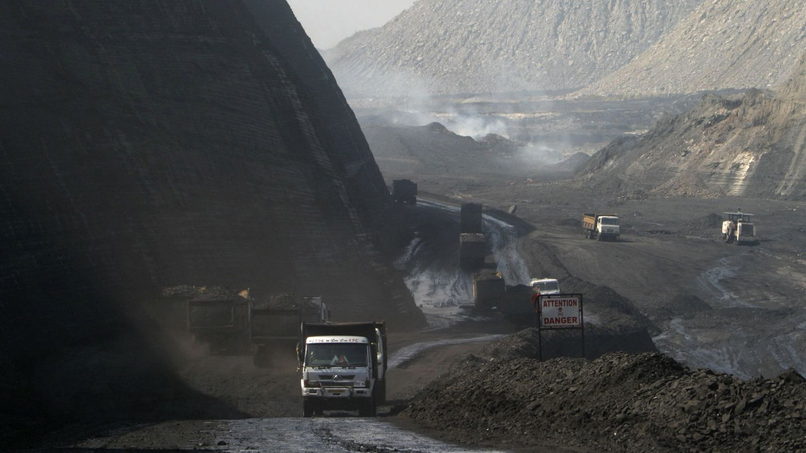 A general view of the Gevra coalmines in the central Indian state of Chhattisgarh, Asia's largest opencast coalmine, November 21, 2009. Although India has announced a new climate plan which identifies renewable energy such as solar power as key elements, coal remains the backbone of energy supply in India where almost half the 1.1 billion population still has no electricity. Picture taken November 21, 2009. To match feature INDIA-CLIMATE/COAL