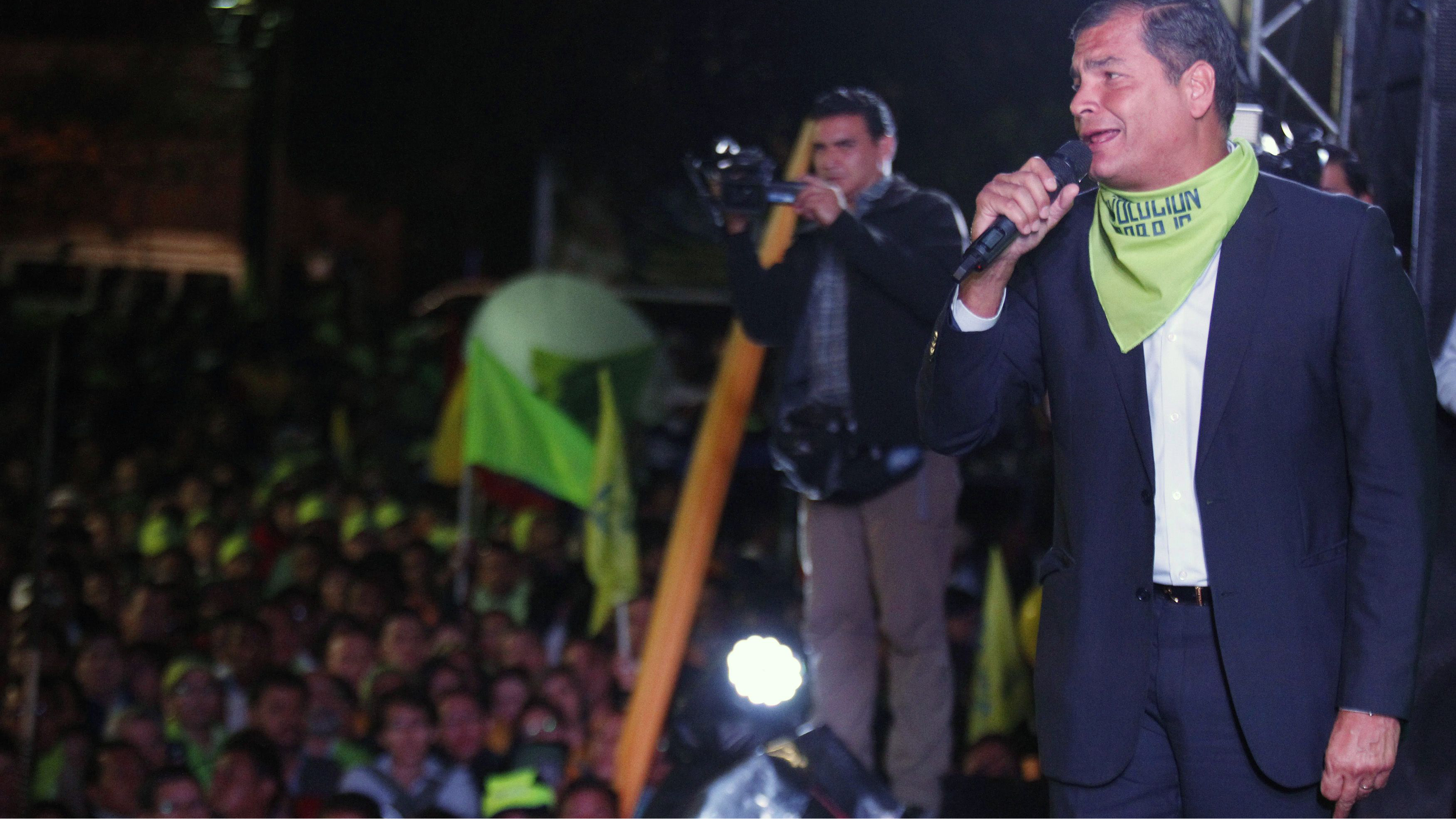 Ecuador's President Rafael Correa addresses supporters during a political meeting in Quito September 17, 2014. REUTERS/Guillermo Granja (ECUADOR - Tags: POLITICS)