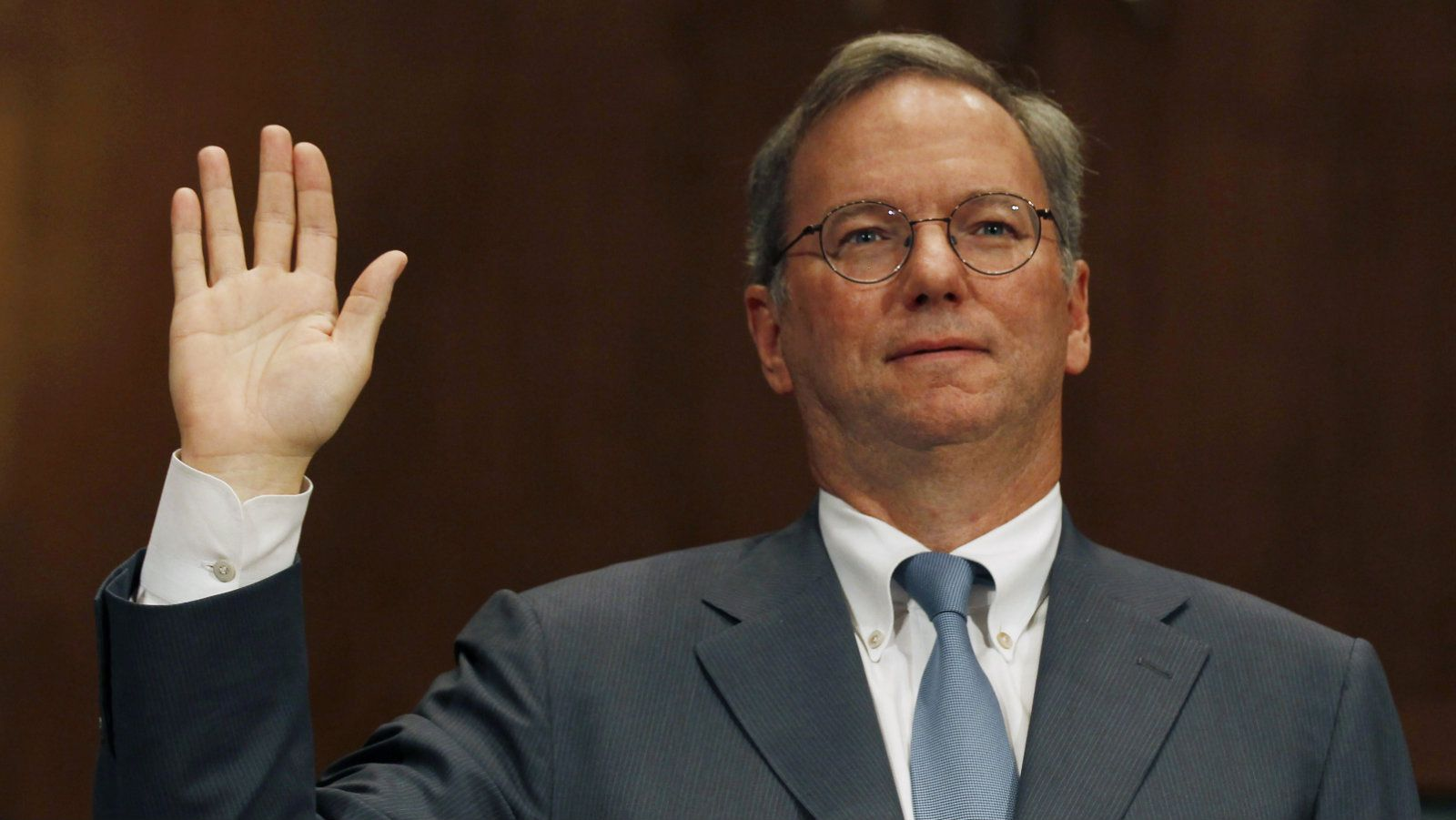 "Executive Chairman of Google Eric Schmidt is sworn in before a Senate Judiciary Subcommittee hearing called ""The Power of Google: Serving Consumers or Threatening Competition?"" on Capitol Hill, September 21, 2011. REUTERS/Larry Downing (UNITED STATES - Tags: POLITICS BUSINESS)"