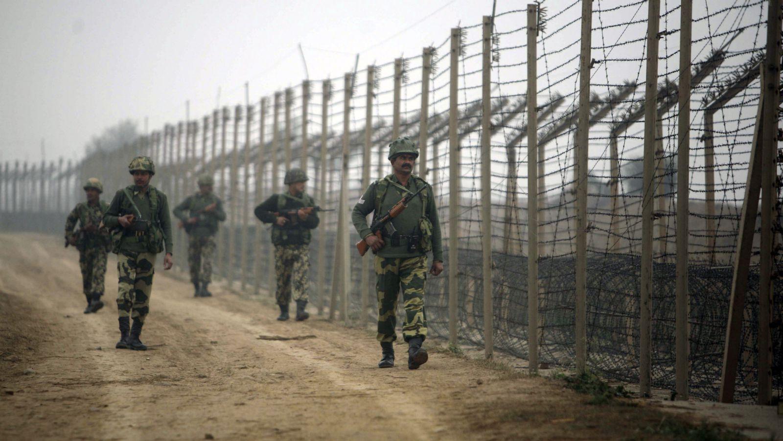 India-Pakistan-Prisoner-Fence