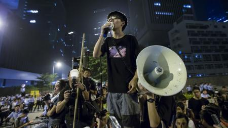 Joshua Wong, leader of the student movement, delivers a speech, outside the offices of Hong Kong's Chief Executive Leung Chun-ying in Hong Kong early October 3, 2014. Hong Kong's leader Leung told pro-democracy protesters late on Thursday that he had no intention of stepping down, and warned them that the consequences of occupying government buildings would be serious. REUTERS/Tyrone Siu