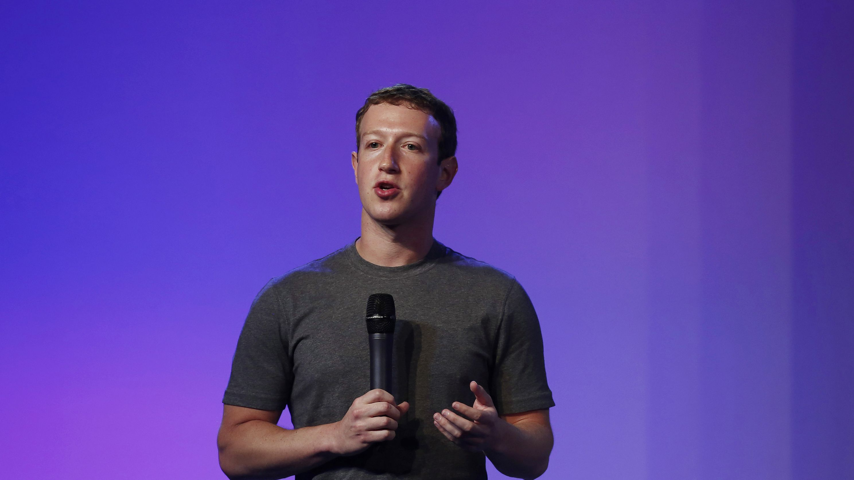 Mark Zuckerberg, founder and CEO of Facebook, addresses a gathering during the Internet.org Summit in New Delhi October 9, 2014. Facebook Inc, which closed its acquisition of mobile messaging service WhatsApp on Monday, has no near-term plan to make money from the service, Zuckerberg said on Thursday. REUTERS/Adnan Abidi