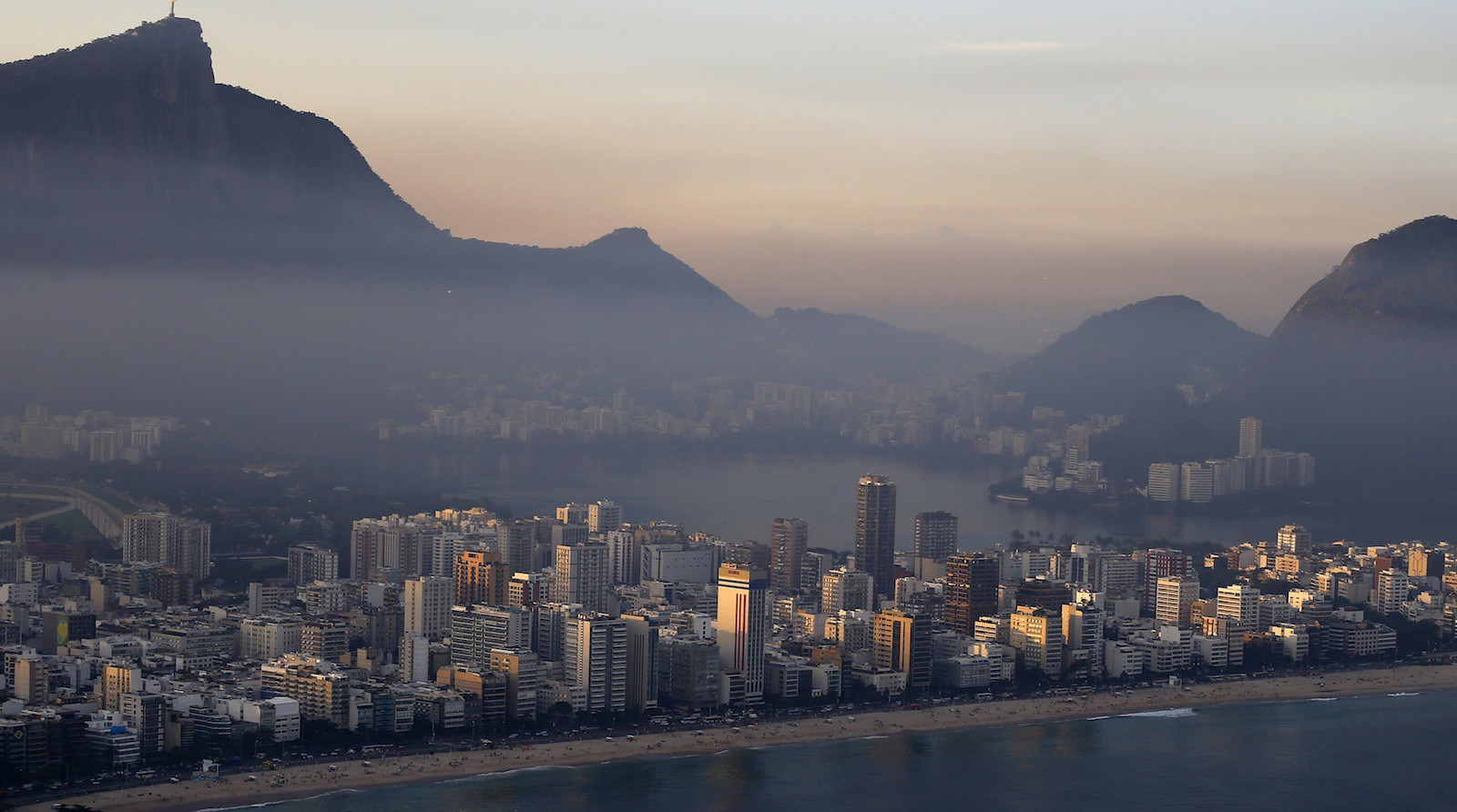 A view of a part of Rio de Janeiro's south zone from above, June 27, 2014. REUTERS/Ricardo Moraes (BRAZIL - Tags: SPORT OLYMPICS CITYSCAPE BUSINESS) - RTR3W50Y