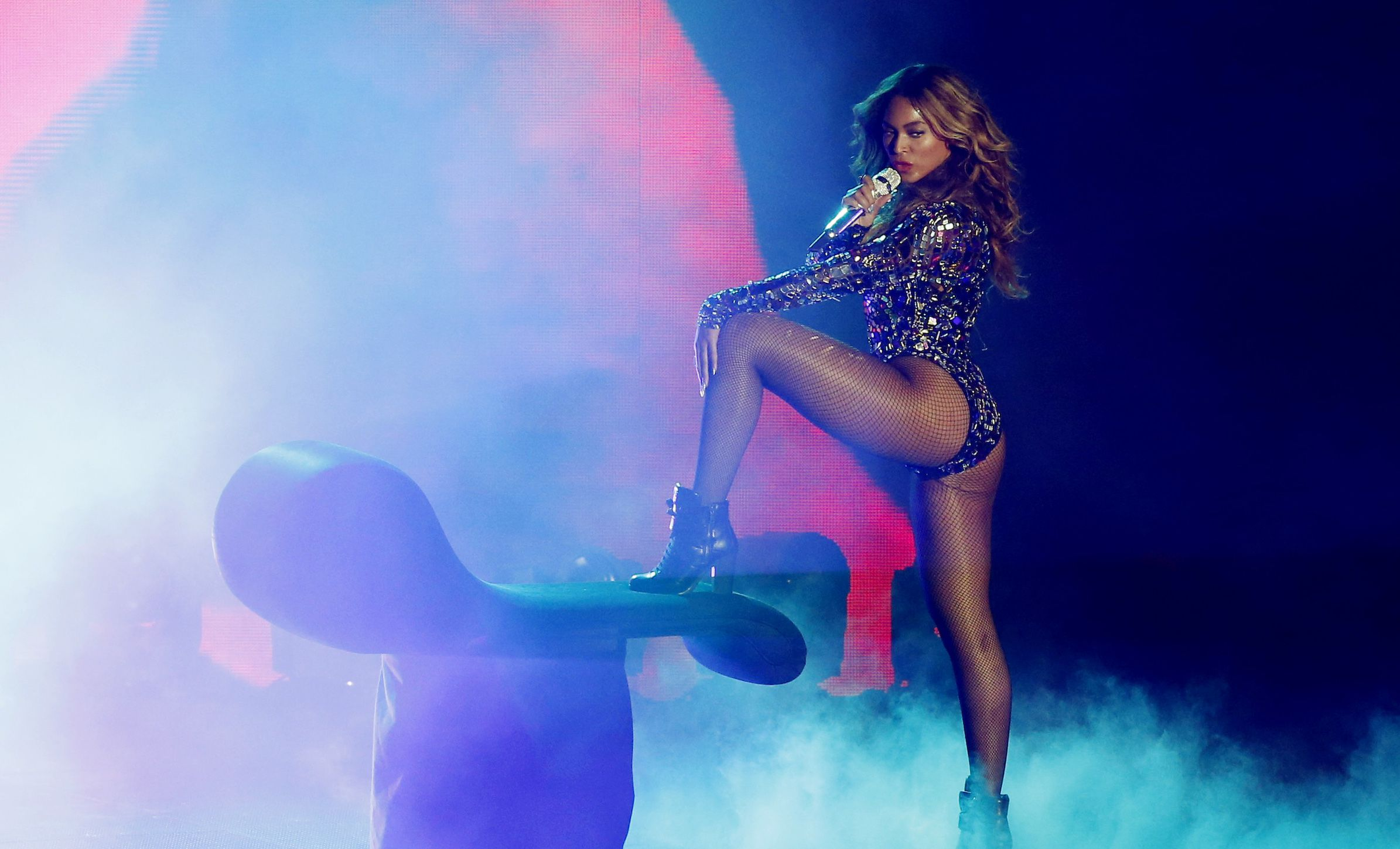 REFILING - CORRECTING PHOTOGRAPHERS NAME IN CAPTION - Beyonce performs a medley of songs during the 2014 MTV Video Music Awards in Inglewood, California August 24, 2014.   REUTERS/Mario Anzuoni (UNITED STATES  - Tags: ENTERTAINMENT)   - RTR43KT9