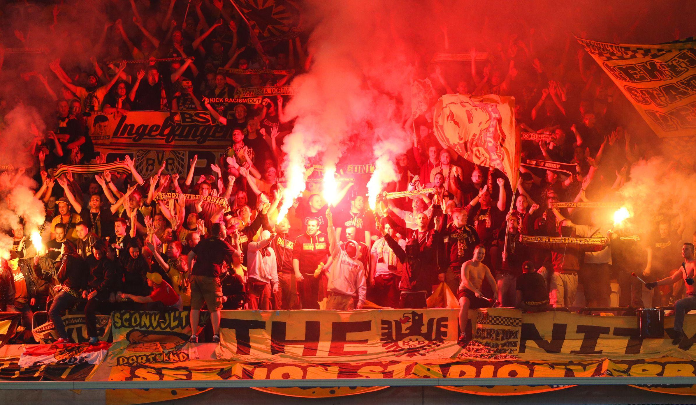 Borussia Dortmund's fans shout during a Champions League garoup D soccer match against Anderlecht at Constant Vanden Stock stadium in Brussels October 1, 2014. REUTERS/Francois Lenoir (BELGIUM - Tags: SPORT SOCCER) - RTR48KAU