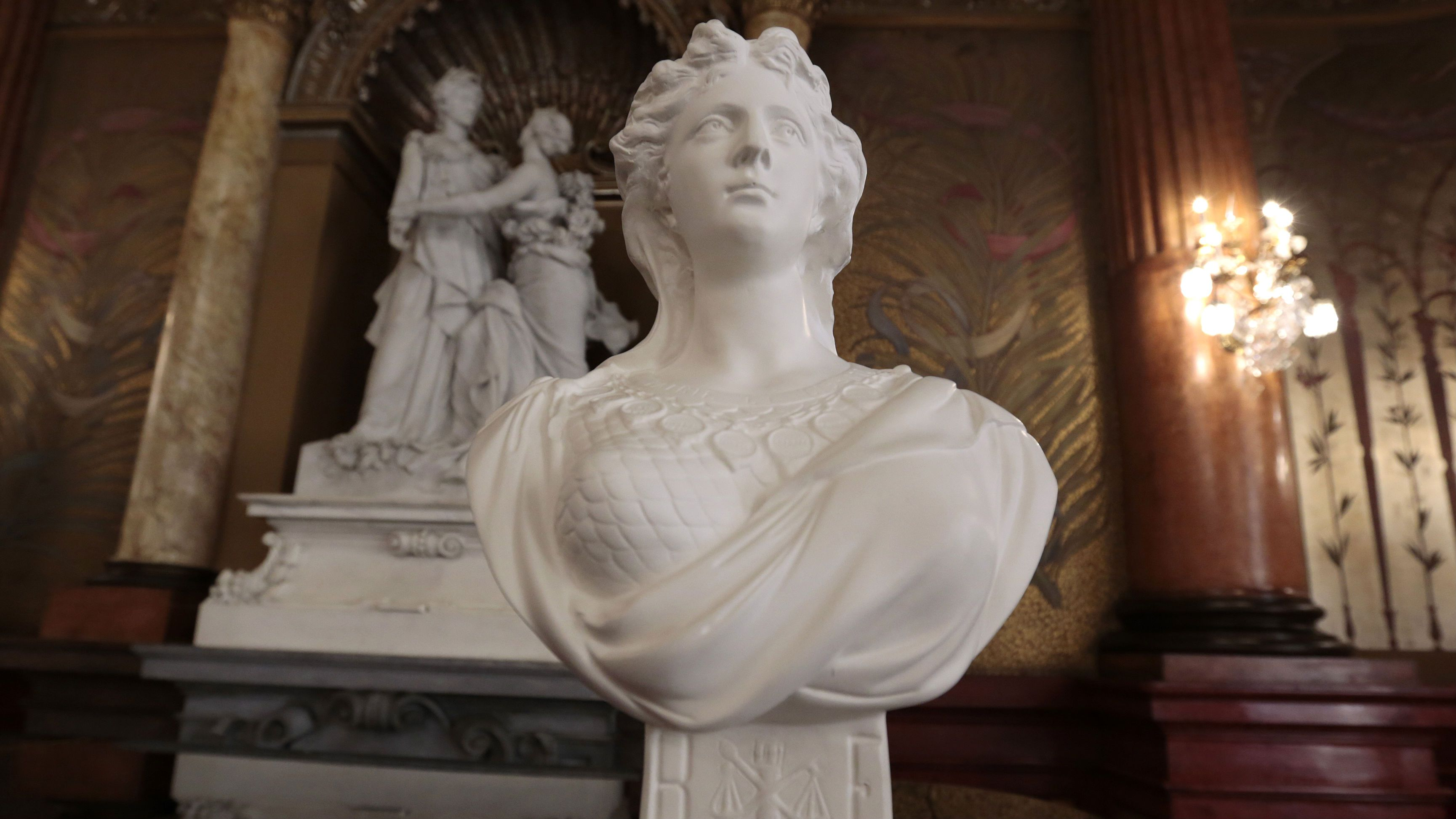 """A """"Marianne"""" bust, the symbol of the French Republic, is seen at the Prefectoral Palace during a """"Citizenship Welcome Ceremony"""" in Nice, October 3, 2014. REUTERS/Eric Gaillard (FRANCE - Tags: POLITICS SOCIETY)"""