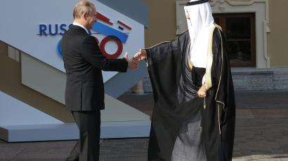 Russia's President Vladimir Putin (L) welcomes Saudi Arabia's Finance Minister Ibrahim Al-Assaf before the first working session of the G20 Summit in Constantine Palace in Strelna near St. Petersburg, September 5, 2013.