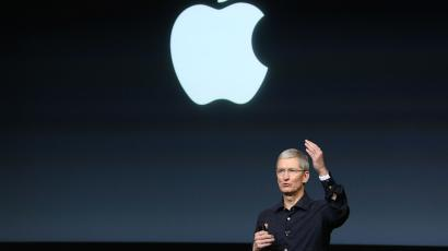 Apple CEO Tim Cook speaks during a presentation at Apple headquarters in Cupertino, California October 16, 2014. REUTERS/Robert Galbraith (UNITED STATES - Tags: SCIENCE TECHNOLOGY BUSINESS) - RTR4AH26