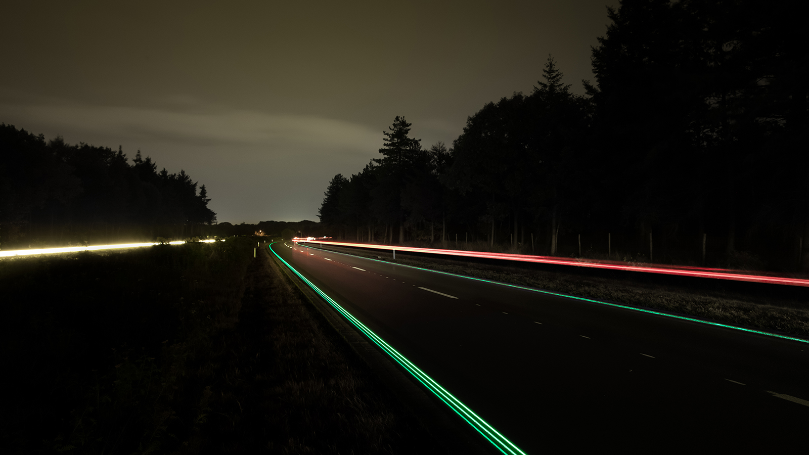 2 Glowing Lines Roosegaarde_cropped (1)