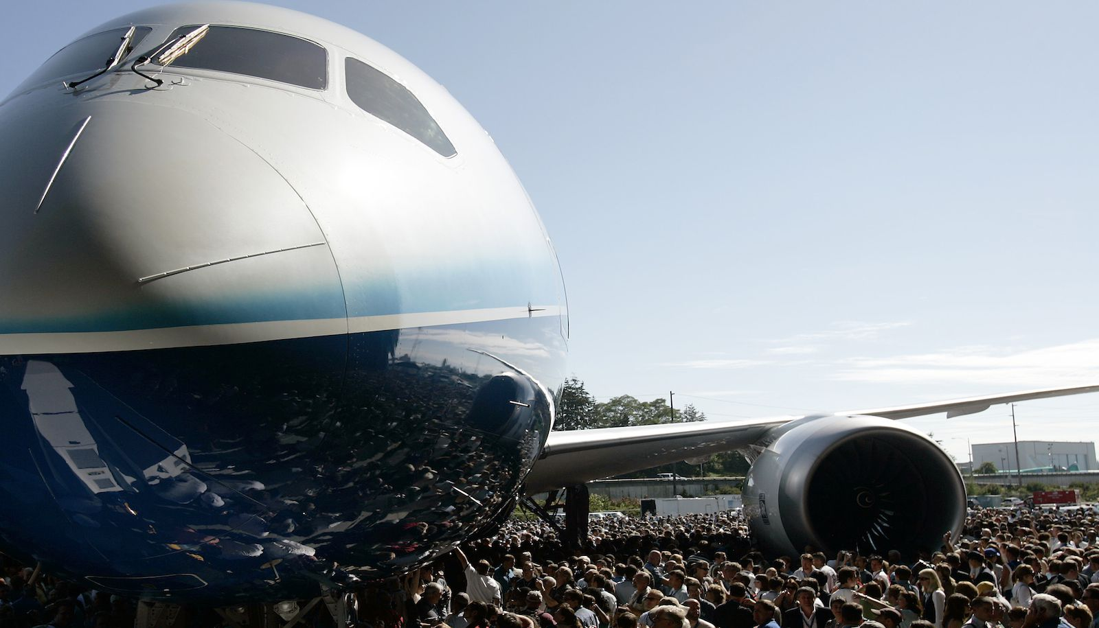 The Boeing 787 Dreamliner aircraft is surrounded by employees and special guests during its world premiere outside the Boeing assembly plant in Everett, Washington, July 8, 2007. Boeing Co. unveiled its lightweight, carbon-composite 787 Dreamliner on Sunday in front of 15,000 cheering employees, customers and suppliers, capping a weekend of hype and a flurry of orders for the new fuel-efficient plane.   REUTERS/Robert Sorbo (UNITED STATES) - RTR1RMY3