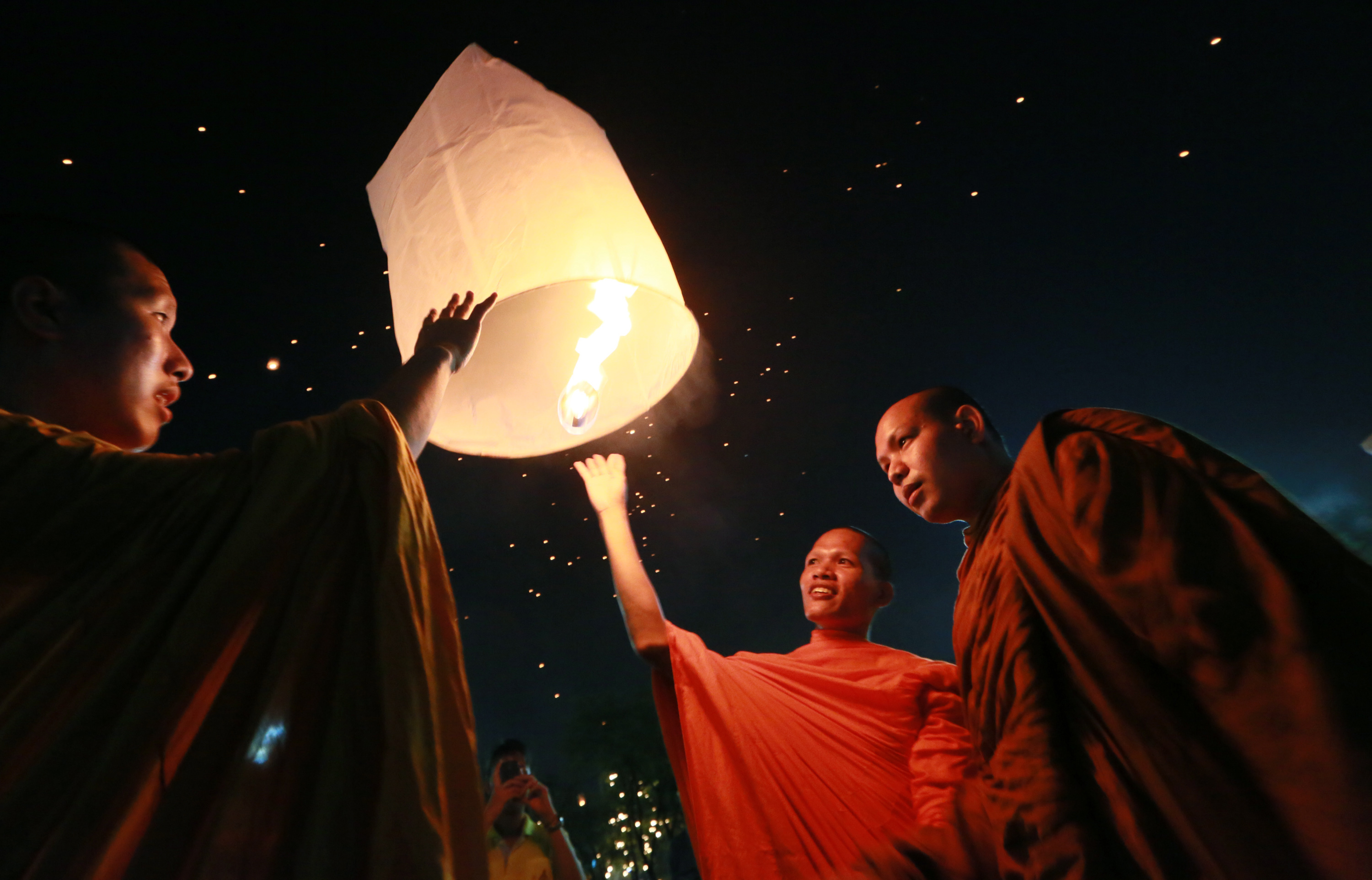 Thailand S Fiery Sky Lanterns Are Beautiful But Incredibly