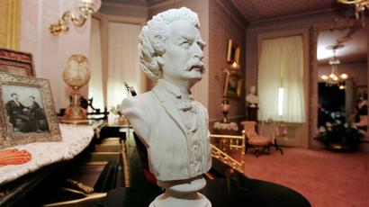 Bust of Mark Twain