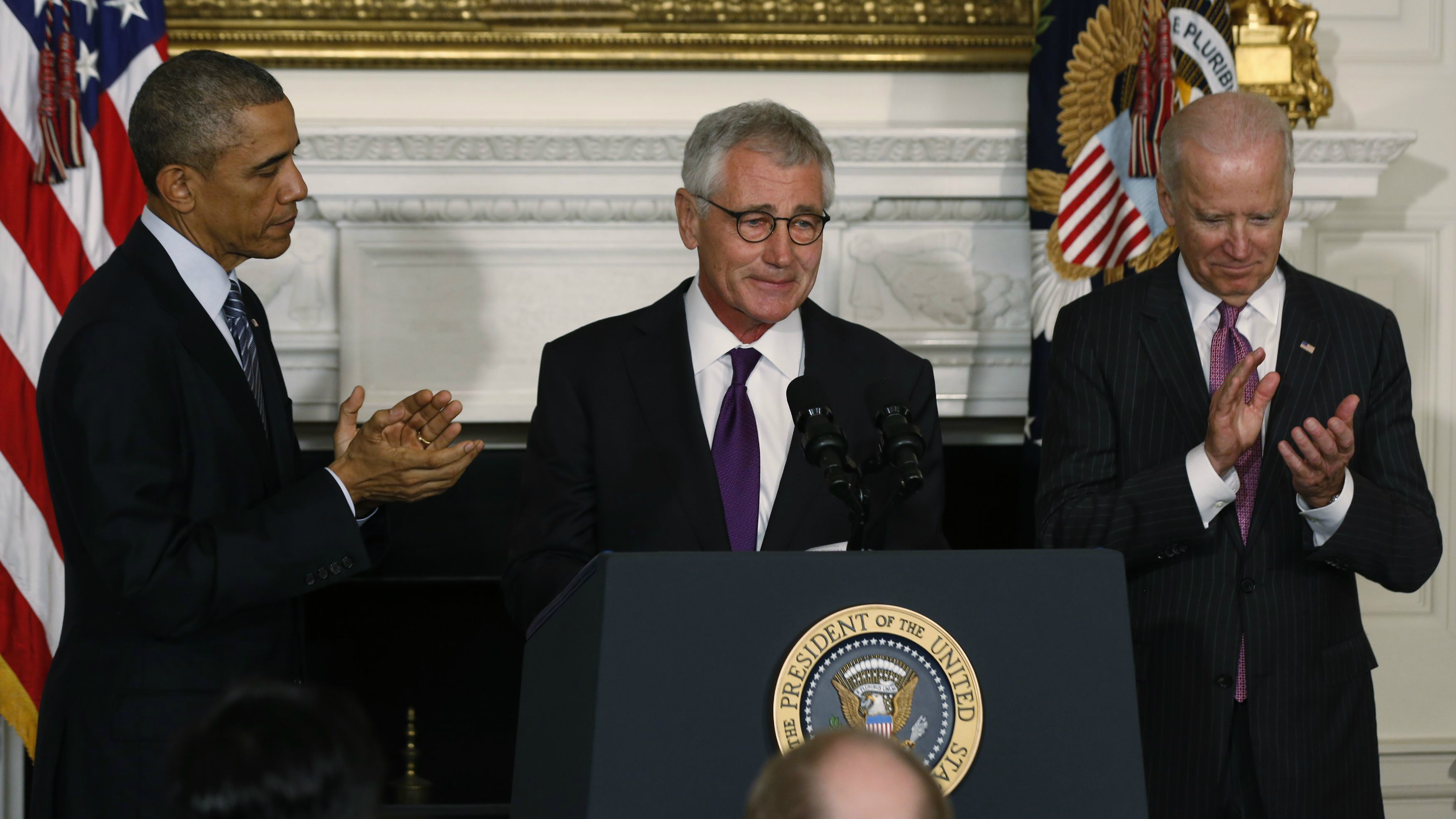 U.S. President Barack Obama (L) and Vice President Joe Biden (R) applaud Defense Secretary Chuck Hagel after the president announced Hagel's resignaton at the White House in Washington, November 24, 2014. REUTERS/Larry Downing (UNITED STATES - Tags: POLITICS MILITARY TPX IMAGES OF THE DAY)