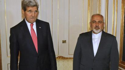 U.S. Secretary of State John Kerry (L) and Iranian Foreign Minister Javad Zarif (R) are pictured before a meeting in Vienna November 23, 2014.