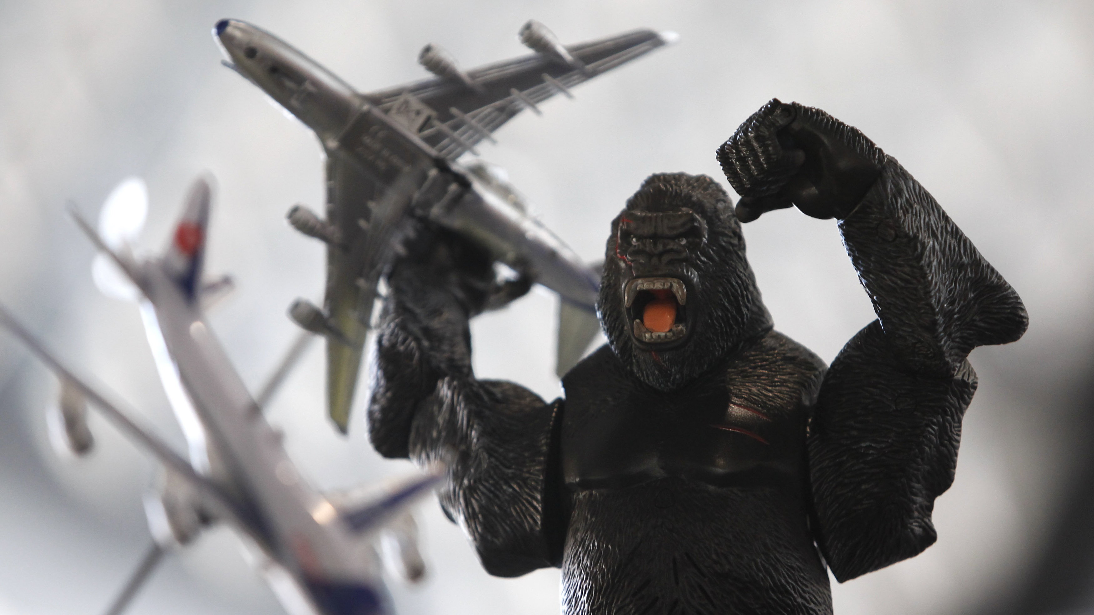king kong with airplanes