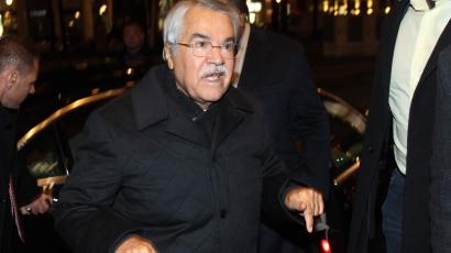 Saudi Arabian Oil Minister Ali al-Naimi gestures as he arrives at his hotel ahead of an OPEC meeting in Vienna December 2, 2013.