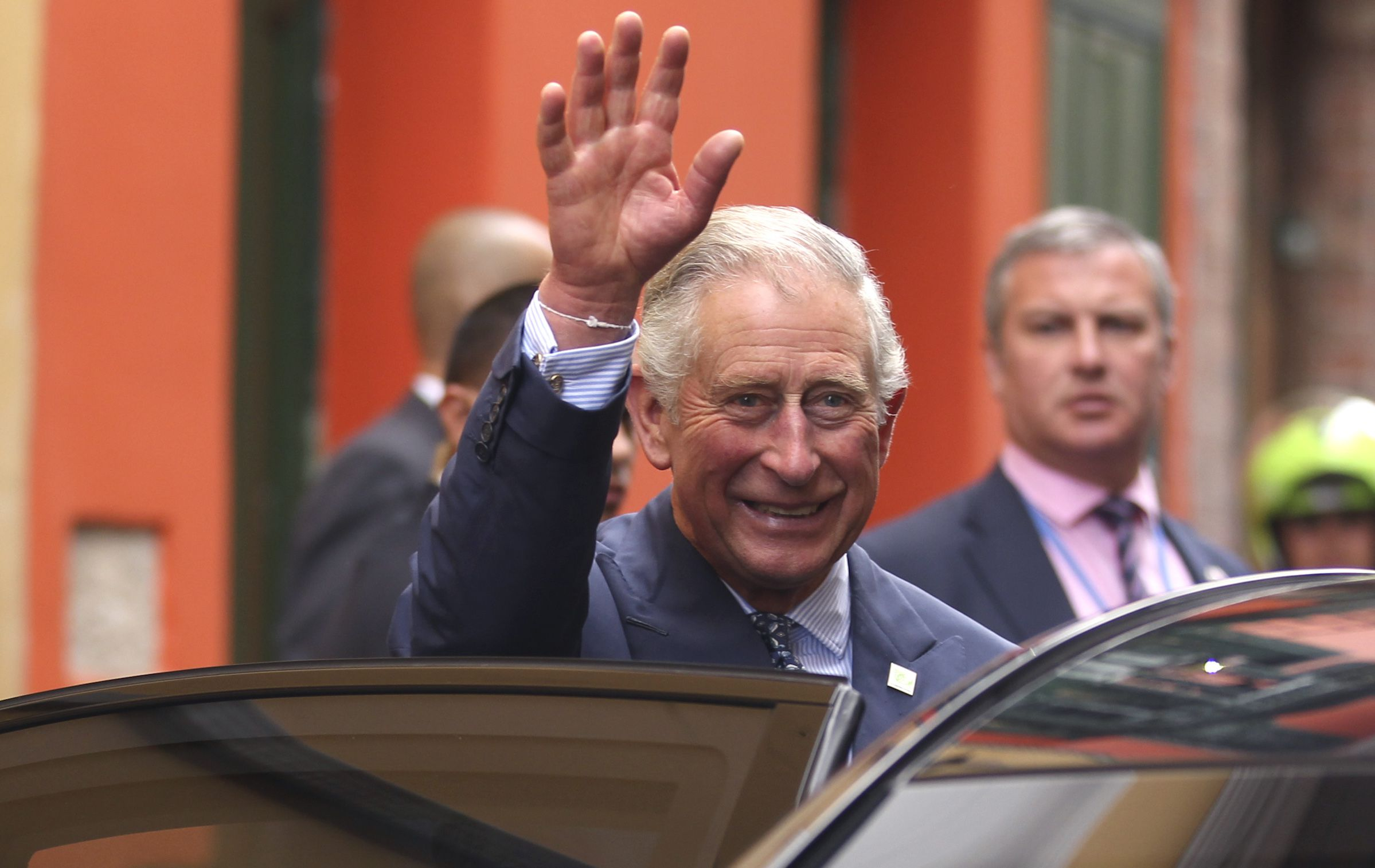 Britain's Prince Charles waves after visiting an organic fair at the British Ambassador's residence in Bogota October 29, 2014. Britain's Prince Charles and his wife Camilla, the Duchess of Cornwall are in Colombia for a four-day official visit. REUTERS/John Vizcaino  (COLOMBIA - Tags: POLITICS ROYALS ENTERTAINMENT) - RTR4C33S