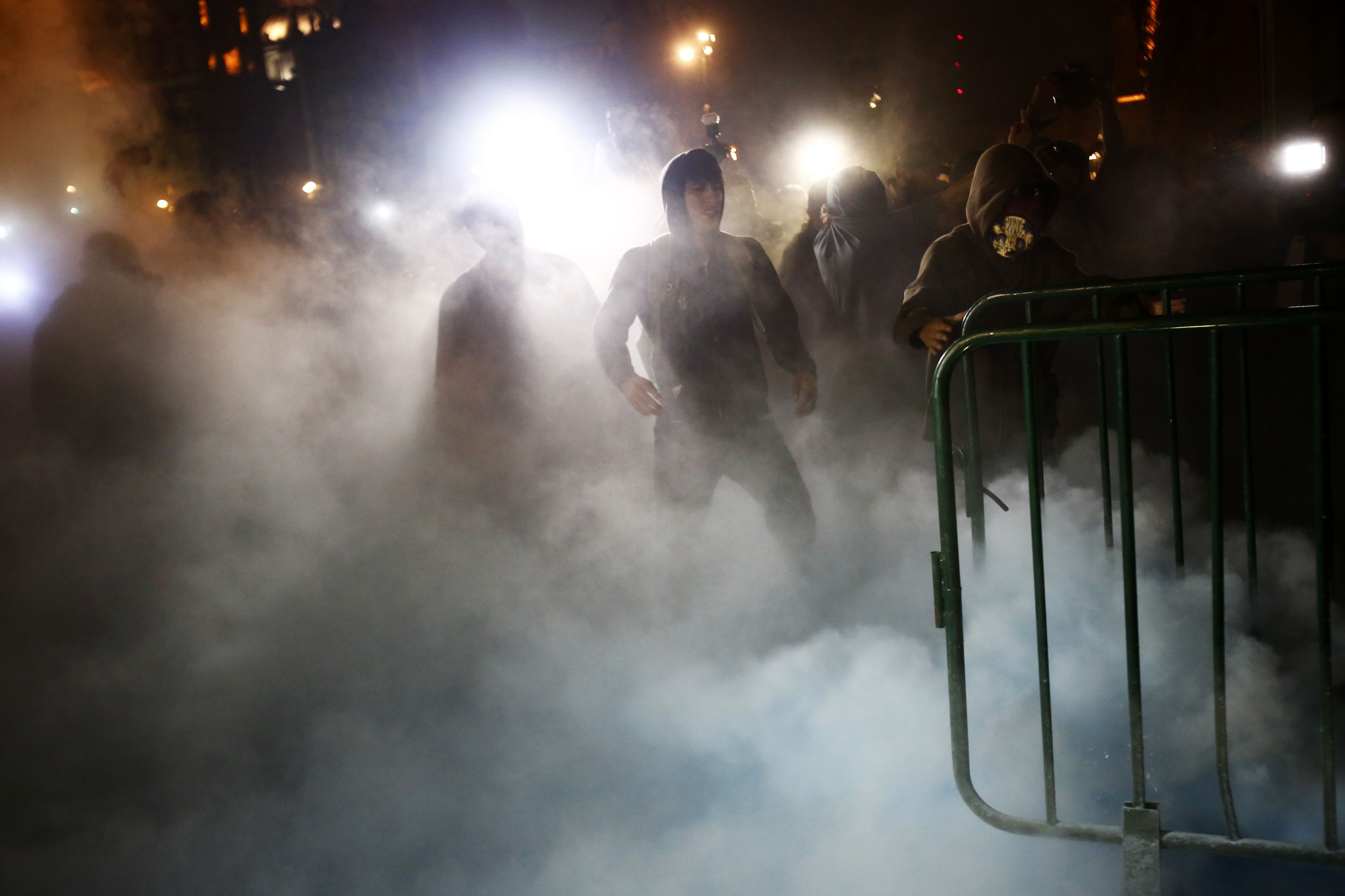 Protesters stand amidst smoke outside Mexican President Enrique Pena Nieto's ceremonial palace in the historic center of Mexico City late November 8, 2014. Protesters set fire to the wooden door during a protest denouncing the apparent massacre of 43 trainee teachers. The group, carrying torches, broke away from what had been a mostly peaceful protest demanding justice for the students, who were abducted six weeks ago and apparently murdered and incinerated by corrupt police in league with drug gang members. REUTERS/Edgard Garrido (MEXICO - Tags: POLITICS CRIME LAW CIVIL UNREST EDUCATION) - RTR4DEHV