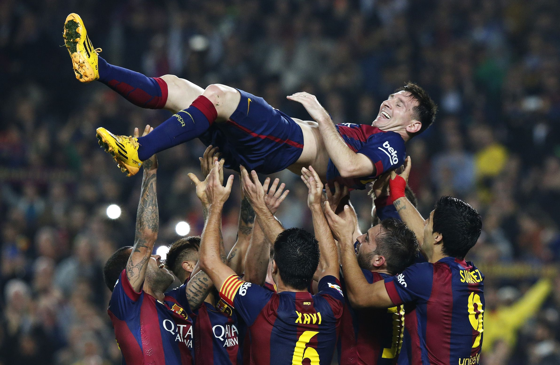 Barcelona's Lionel Messi celebrates his second goal with teammates during their Spanish first division soccer match against Sevilla at Nou Camp stadium in Barcelona November 22, 2014. Messi set a La Liga scoring record of 253 goals when he netted a hat-trick in Saturday's 5-1 win at home to Sevilla. REUTERS/Gustau Nacarino (SPAIN - Tags: SPORT SOCCER) - RTR4F6G3