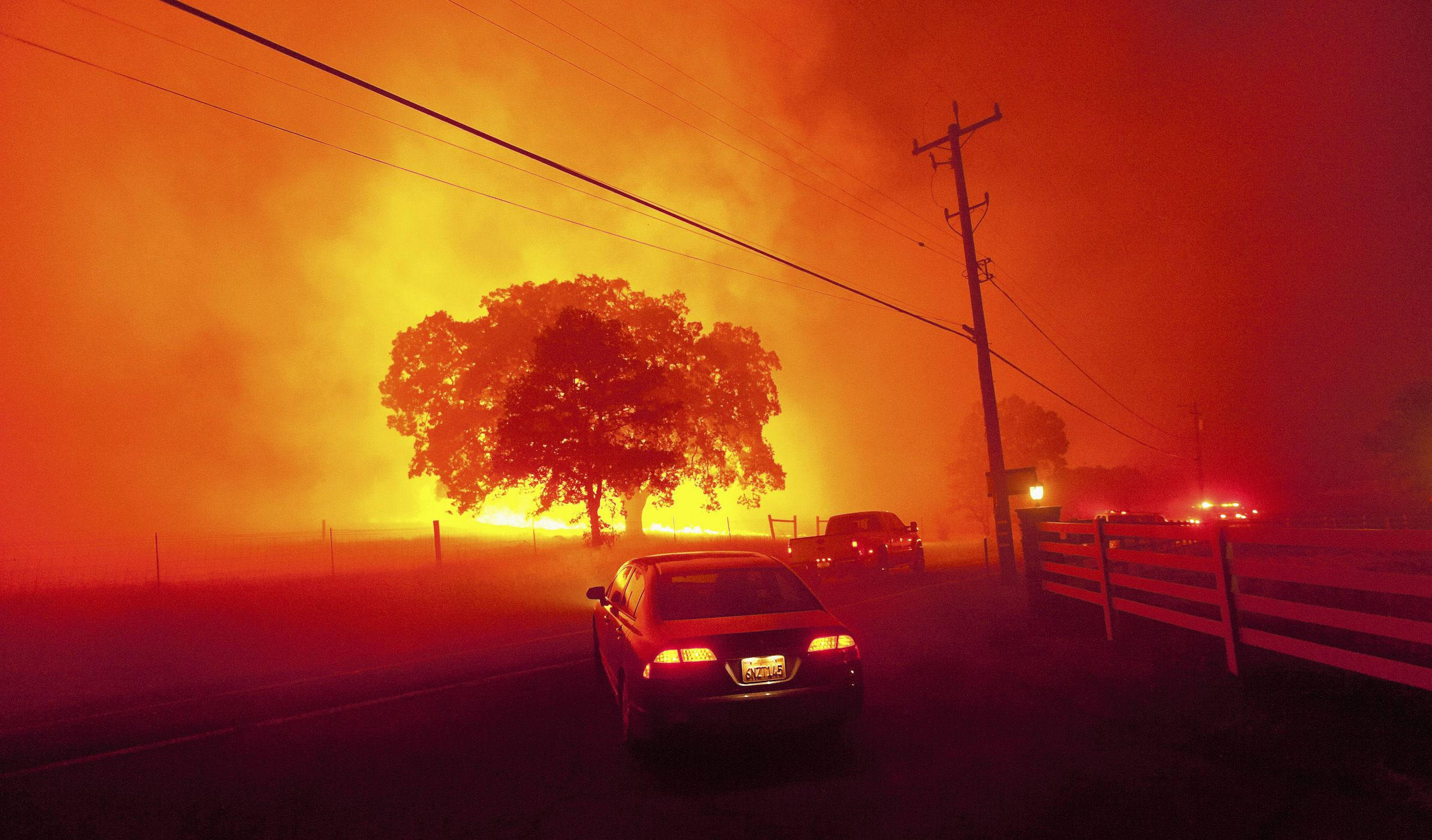 Residents flee as winds whip flames from the Morgan fire along Morgan Territory Road near Clayton, California in unincorporated Contra Costa County September 9, 2013. The blaze, burning in dense, dry scrub, grass and timber in and around Mount Diablo State Park, had scorched some 3,700 acres (1,500 hectares) by Monday afternoon, forcing the evacuation of about 100 homes at the edge of the town of Clayton. REUTERS/Noah Berger (UNITED STATES - Tags: DISASTER ENVIRONMENT SOCIETY TPX IMAGES OF THE DAY) - RTX13F8W