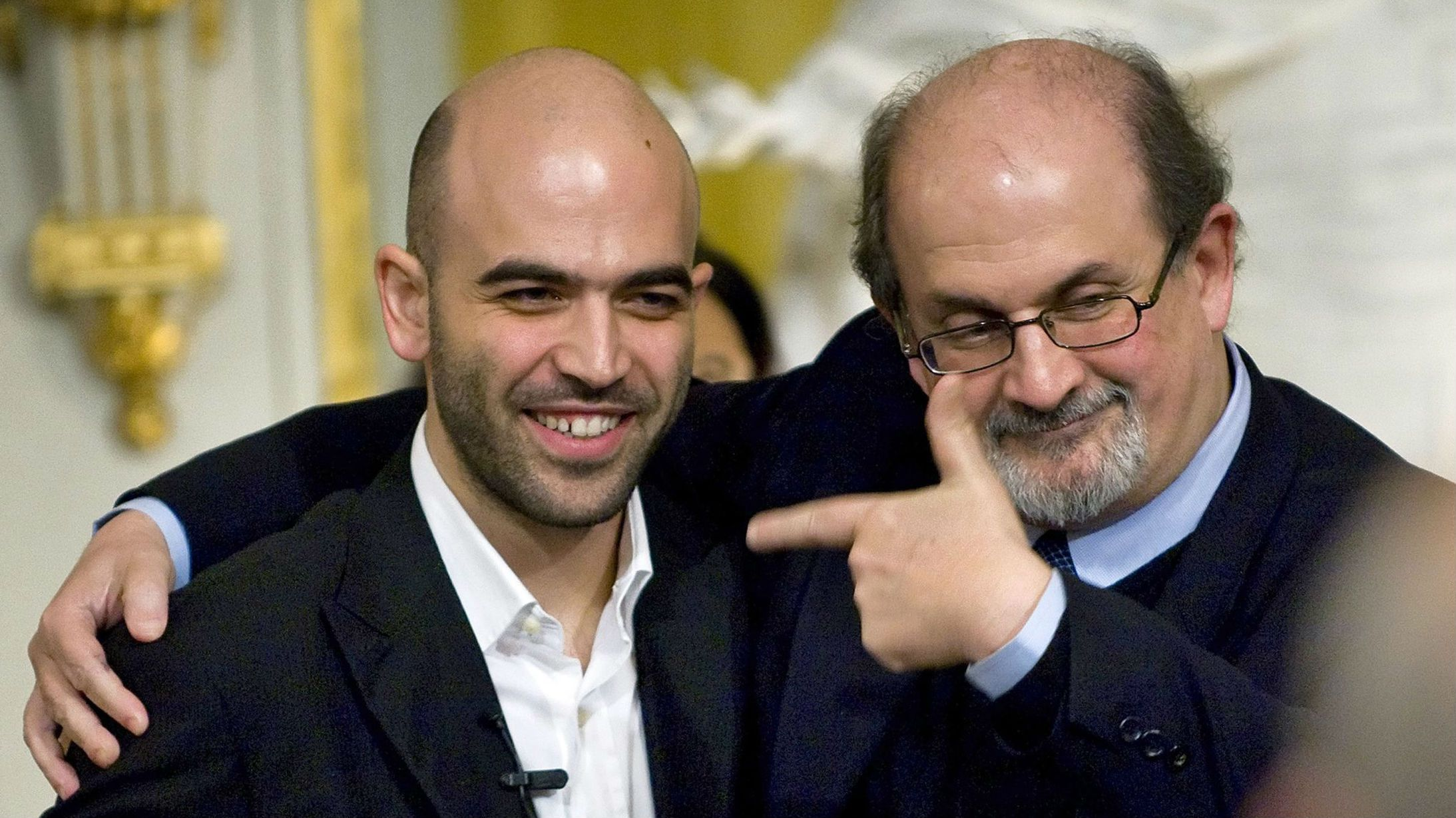 "talian writer-journalist Roberto Saviano (L) and British writer Salman Rushdie pose for media after giving a joint lecture entitled ""Free Speech and Lawless Violence"" at the Royal Academy in Stockholm November 25, 2008. Both writers live under death threats for their writings. REUTERS/Claudio Bresciani/Scanpix"