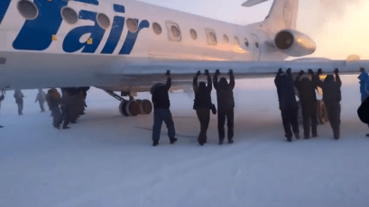 """Come on!"" Passengers dislodge frozen plane in Siberia"