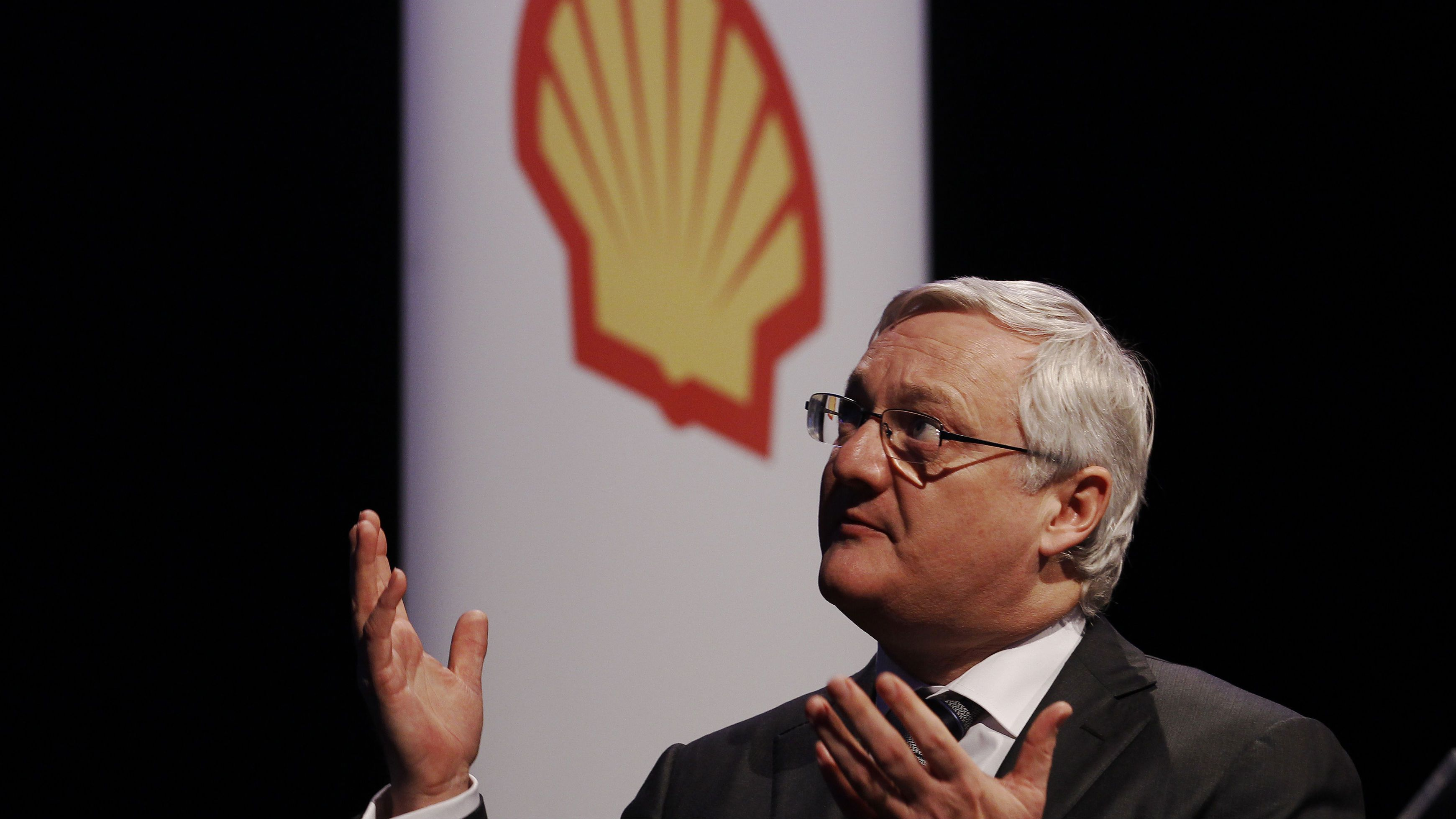 Oil giant Royal Dutch Shell's CEO Peter Voser speaks at the 4th quarter and full year results presentation in London February 2, 2012.