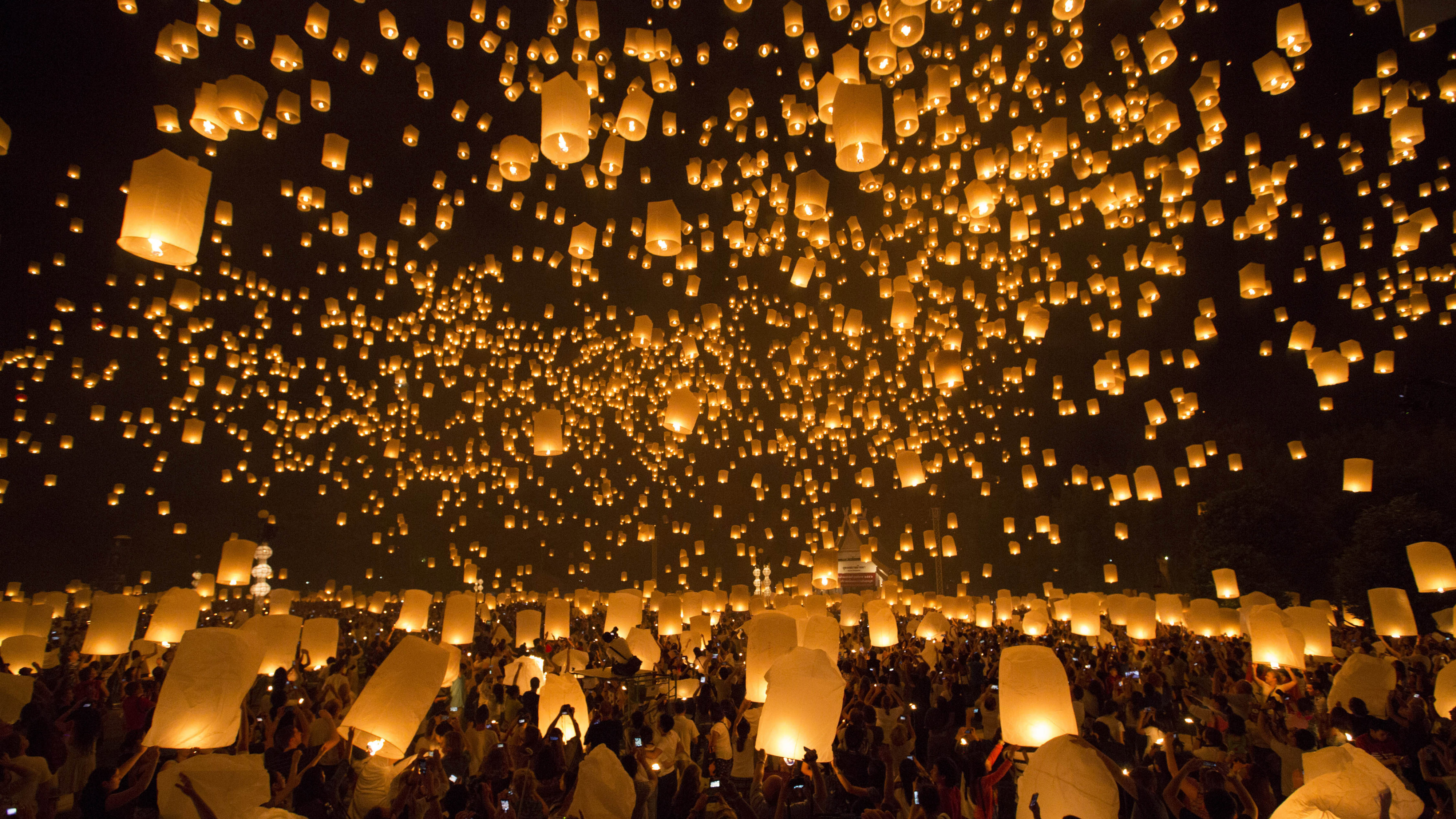 Thailand S Fiery Sky Lanterns Are Beautiful But Incredibly Dangerous For Airplanes Quartz