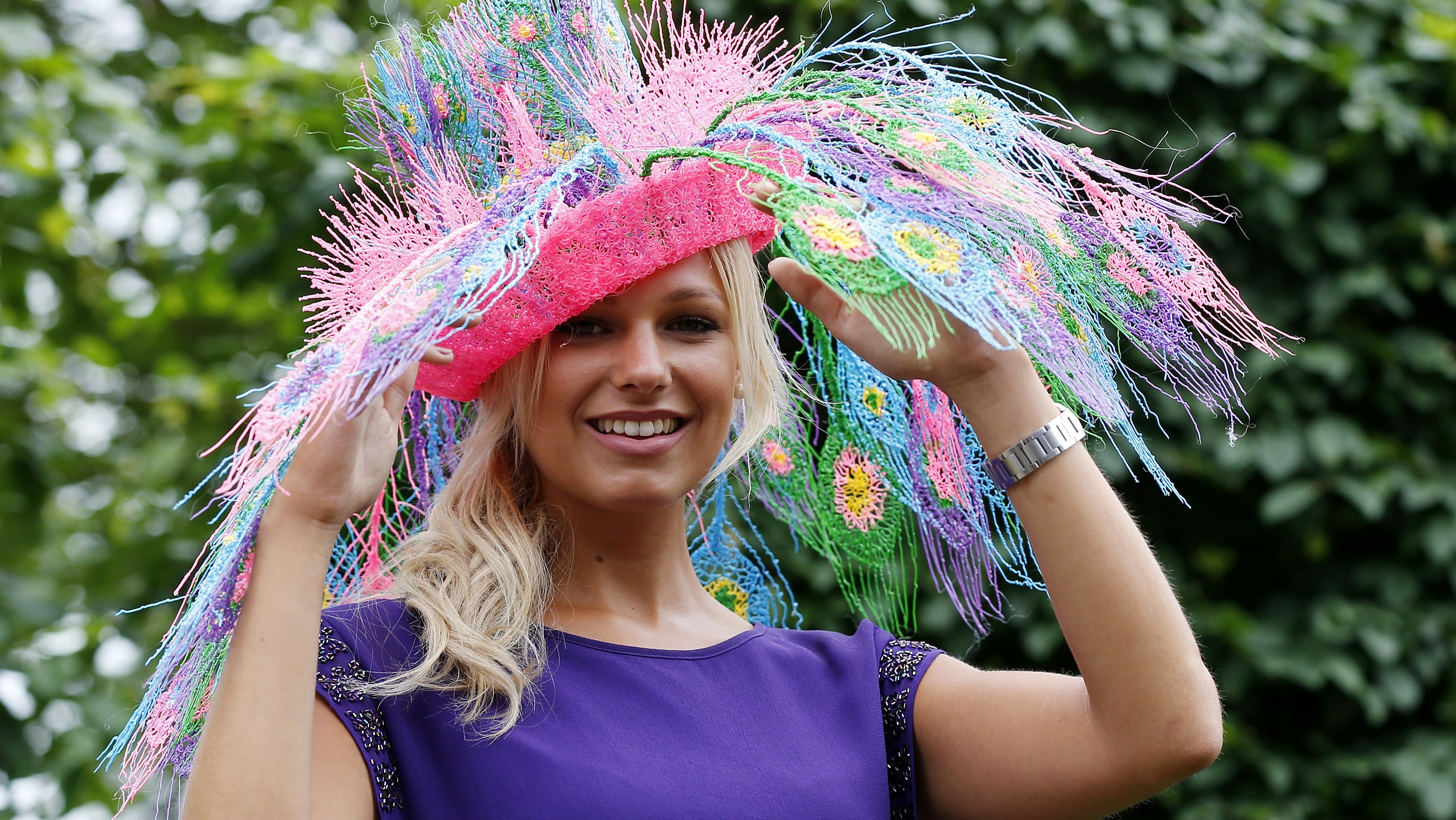 Courtney Wallis poses in a hat made with a 3D printer pen for the third day of the Royal Ascot horse racing festival at Ascot, southern England June 19, 2014. REUTERS/Suzanne Plunkett