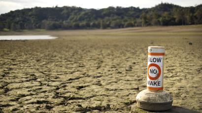 A buoy meant for boaters rests on the dry bed of Lake Mendocino, a key Mendocino County reservoir, in Ukiah, California February 25, 2014. To Match CALIFORNIA-DROUGHT/ Picture taken February 25, 2014. REUTERS/Noah Berger