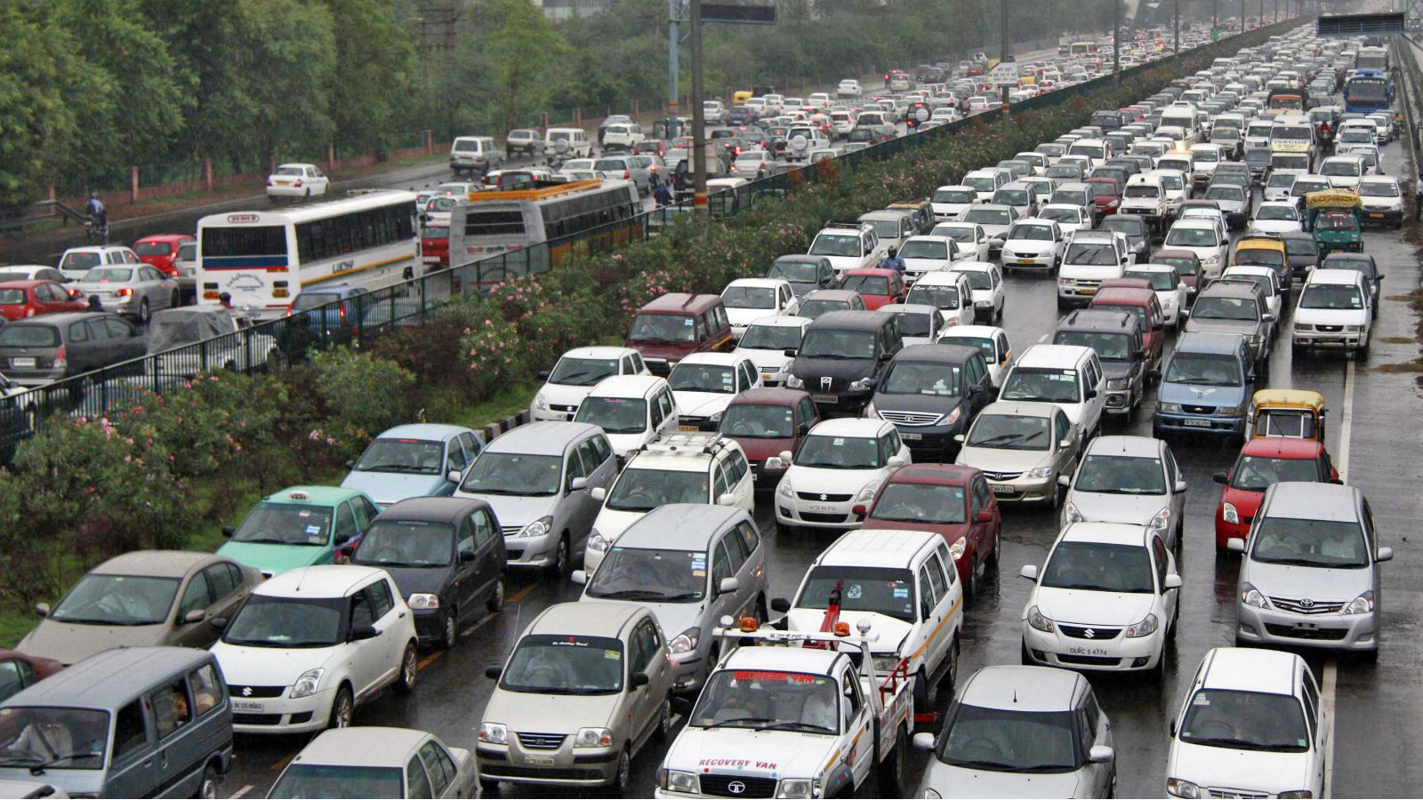 Heavy traffic moves along a busy road as it rains during a power-cut at the toll-gates at Gurgaon on the outskirts of New Delhi July 31, 2012. Grid failure hit India for a second day on Tuesday, cutting power to hundreds of millions of people in the populous northern and eastern states including the capital Delhi and major cities such as Kolkata.