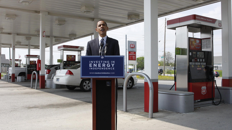 obama-at-gas-station