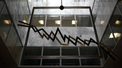 A metal sculpture depicting a stock exchange chart is seen in the reception hall of the Athens Bourse in Athens September 11, 2014. Greece on Thursday set the pricing on its offer to top up its recent three- and five-year bonds by about 1 billion euros (US$1.3 billion) and exchange them for outstanding T-bills instead of cash. REUTERS/Yorgos Karahalis (GREECE - Tags: POLITICS BUSINESS)