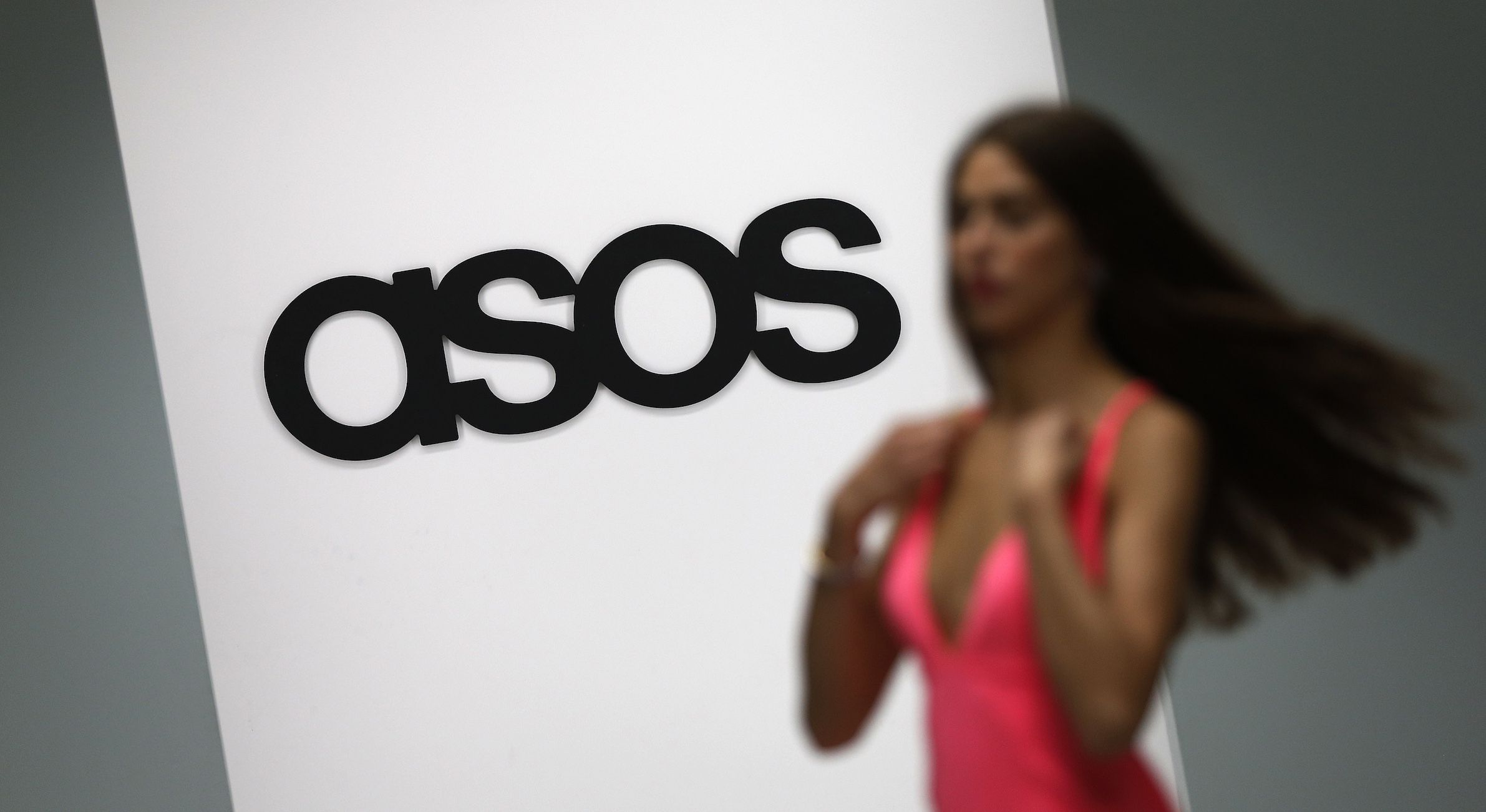 A model walks on an in-house catwalk at the ASOS headquarters in London April 1, 2014. British online fashion retailer ASOS posted a 22 percent fall in first half profit, reflecting its move to step-up the pace of infrastructure investment to meet future demand. The firm said on Wednesday it made a pretax profit of 20.1 million pounds ($33.4 million) in the six months to Feb. 28, down from 25.7 million pounds in the same period last year. Picture taken April 1, 2014. REUTERS/Suzanne Plunkett (BRITAIN - Tags: BUSINESS FASHION) - RTR3JKGZ